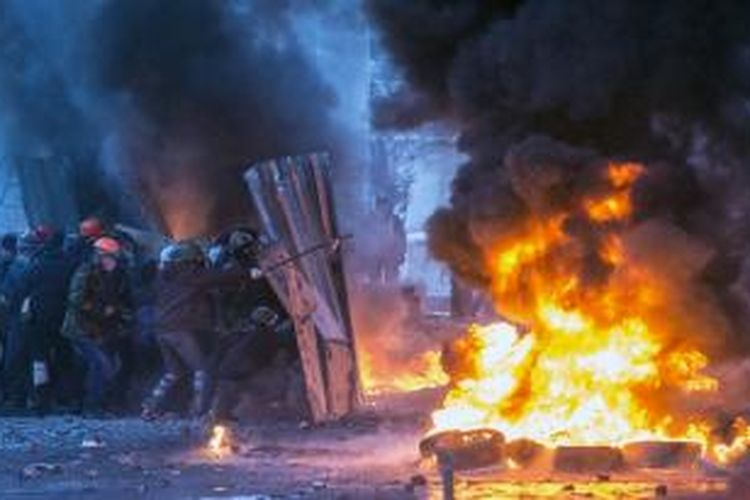 Unjuk rasa di ibu kota Ukraina, Kiev berubah menjadi bentrokan berdarah antara para demonstran menghadapi polisi. Akibatnya sejumlah orang dikabarkan tewas.