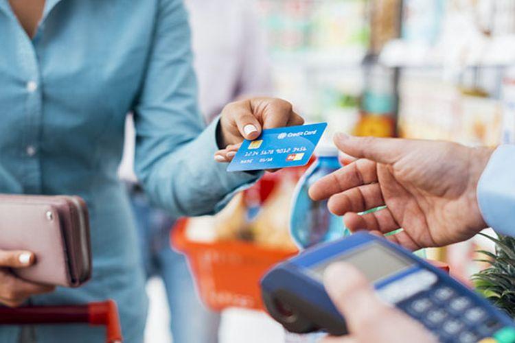 Belanja pakai kartu kredit (shutterstock)