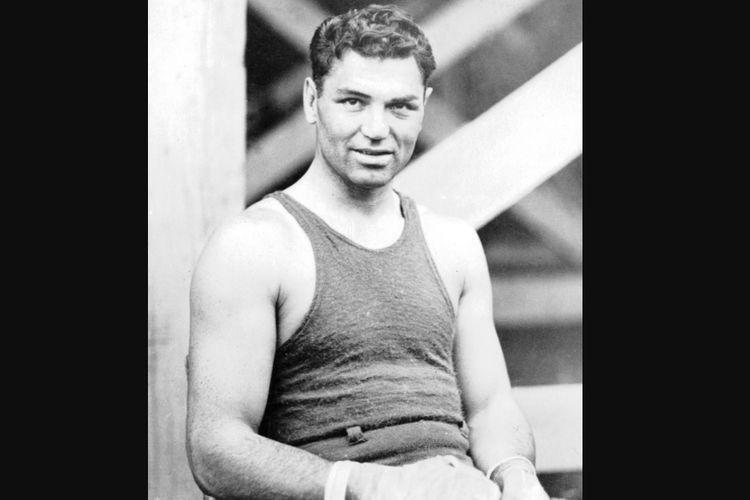 William Harrison Dempsey atau yang lebih dikenal dengan nama Jack Dempsey, salah satu petinju kenamaan AS yang pernah menyabet sabuk juara dunia kelas berat pada 1919 hingga 1926.