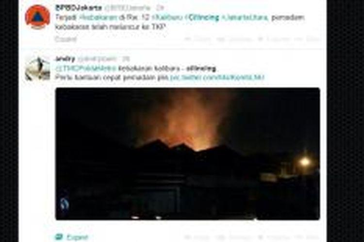 Kebakaran melanda gudang kayu di kawasan Cilincing, Jakarta Utara, Minggu (21/9/2014) malam. Hingga Senin (22/9/2014) dini hari, api belum padam.