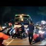 Video Viral Ratusan Pemudik Terobos Penyekatan di Karawang, Begini Kejadiannya