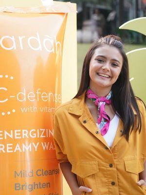 Aktris Amanda Rawles menjadi brand ambassador terbaru dan termuda Wardah.
