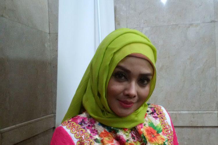 Terry Putri berpose dalam sebuah acara di Jakarta Convention Center (JCC), Senayan, Jakarta Pusat, Jumat (20/4/2018).