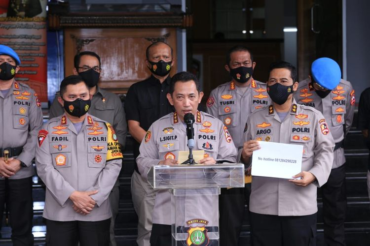Kabareskrim Komjen Listyo Sigit Prabowo (tengah) di Polda Metro Jaya, Jakarta, Kamis (10/12/2020).