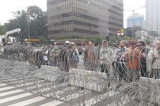 Polisi Pasang Kawat Berduri Tutup 2 Jalur Jalan di Bawaslu RI