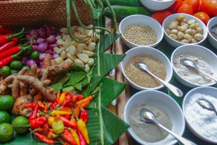 Aneka bumbu dan rempah untuk membuat lawar dan sate lilit khas Bali