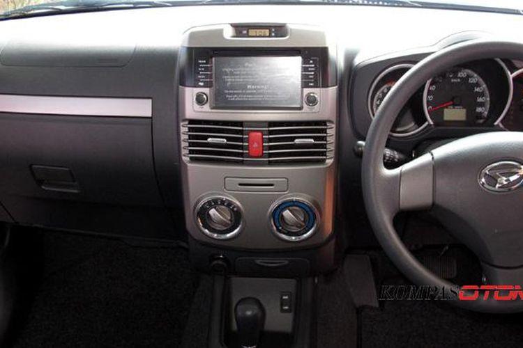 AC mobil perlu dirawat minimal 6 bulan sekali untuk mengantisipasi bau tak sedap.