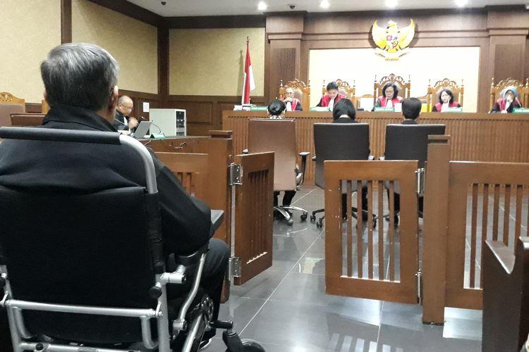 Direktur Utama PT Wijaya Kusuma Emindo (WKE) Budi Suharto, Direktur PT WKE Lily Sundarsih, dan dua Direktur PT Tashida Sejahtera Perkara (TSP) bernama Irene Irma serta Yuliana Enganita Dibyo divonis 3 tahun penjara oleh majelis hakim pada Pengadilan Tindak Pidana Korupsi Jakarta, Kamis (23/5/2019).