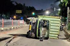 Truk Sembako Terguling di Jalan Raya Pondok Gede