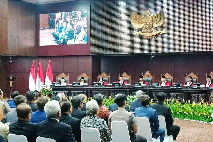 Sembilan hakim MK dalam sidang pleno khusus penyampaian laporan tahunan 2019 di Gedung MK, Jakarta Pusat, Selasa (28/1/2020).