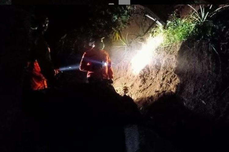 Tanah longsor di Kelurahan Pamoyanan, Kecamatan Bogor Selatan, Kota Bogor, Minggu (7/2/2021) malam.