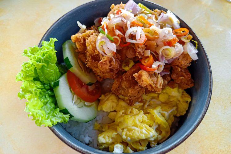 Ilustrasi rice bowl pakai sambal matah.