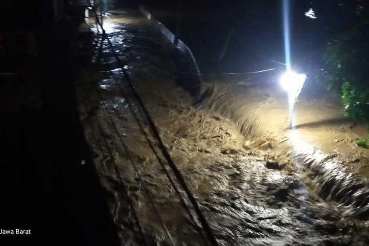 Ratusan rumah terendam banjir di Perumahan Villa Nusa Indah 1, Villa Nusa Indah 2, dan Perumahan Bumi Mutiara Desa Bojongkulur, Kecamatan Gunung Putri, Kabupaten Bogor.