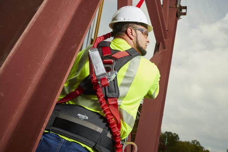 Ilustrasi pekerja ketinggian