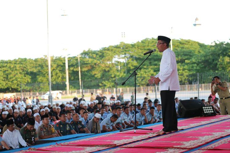 Wali Kota Makassar Mohammad Ramdhan ?Danny? Pomanto saat silaturrahmi kebangsaan TNI dan Polri, Parpol, ASN, dan Masyarakat yang dirangkaikan dengan buka puasa bersama, di Tribun Lapangan Karebosi, Selasa (7/5/2019).