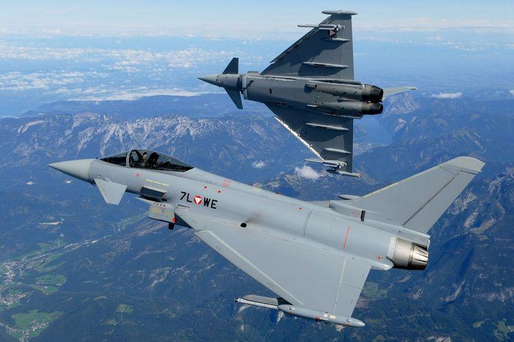 Pesawat tempur Eurofighter Typhoon milik AU Austria.