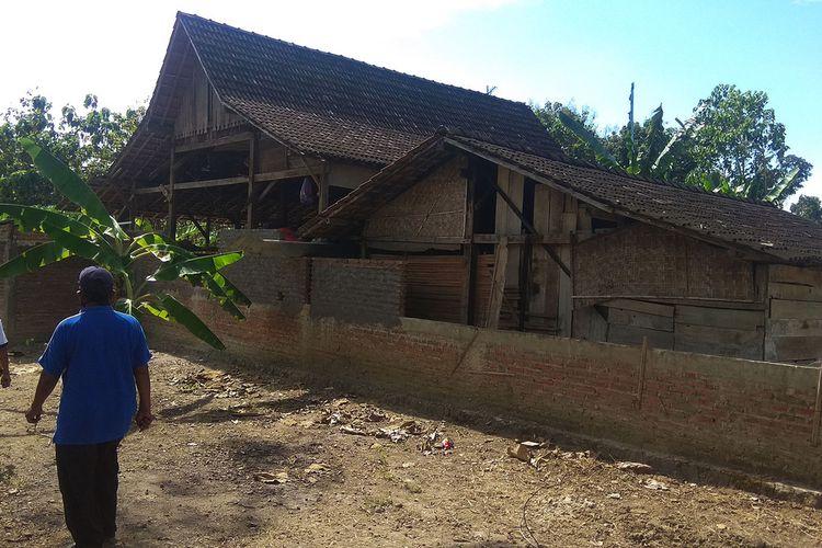 Viral karena berhasil menaikkan tiang rumah ke pondasi setinggi1,30 meter  membuat rumah Giman dikunjungi setidaknya 1.000 orang setiap hari.