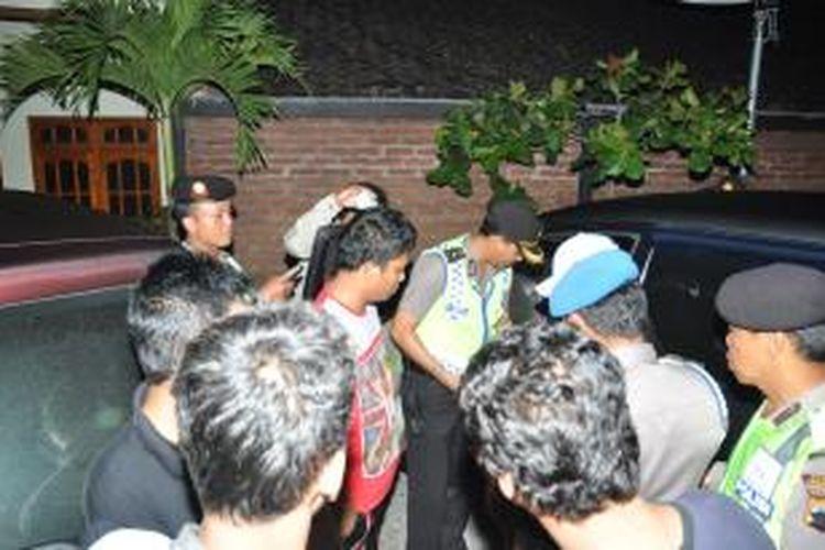 Polisi mengamankan tiga orang penghuni kamar Hotel Tri Kusuma, Bandungan karena diduga membawa uang palsu Rp 30 juta pecahan 100 ribuan