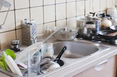 Tips Menghilangkan Bau di Dapur dan Kamar Mandi