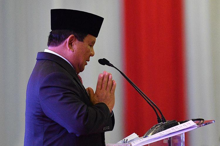 Calon Presiden nomor urut 02 Prabowo Subianto bersiap menyampaikan pidatonya saat deklarasi pemenangan oleh Gerakan Elaborasi Rektor Akademisi Alumni dan Aktivis Kampus Indonesia di Balai Kartini, Jakarta Selatan, Jumat (5/4/2019) malam. ANTARA FOTO/Sigid Kurniawan/ama.