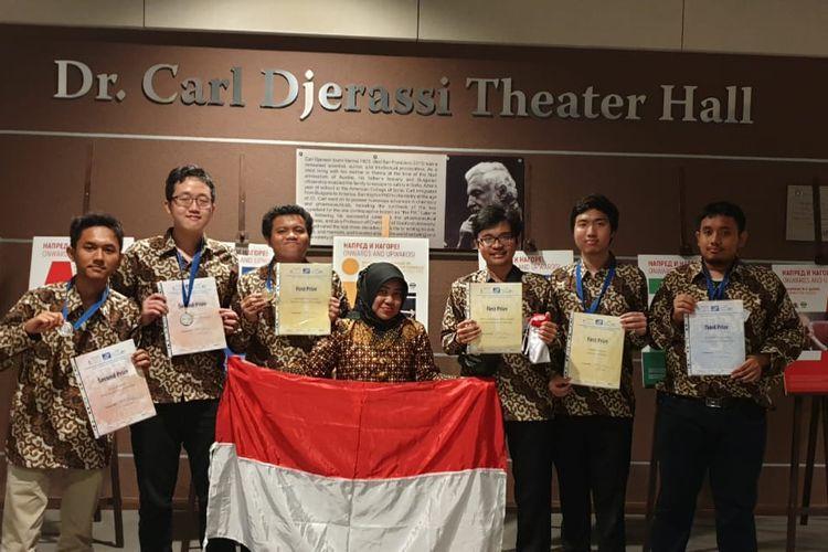Enam mahasiswa Indonesia berhasil meraih tiga medali emas, dua perak, dan satu perunggu dalam International Mathematics Competition (IMC) 2019 di Bulgaria yang berlangsung pada 28 Juli ? 3 Agustus 2019.