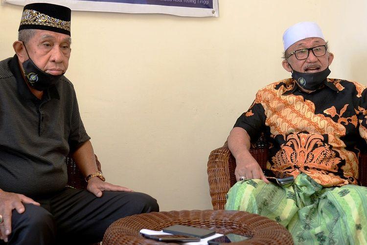 Ketua Pelaksana MTQ ke-37 Provinsi Sumut Palid Muda Harahap bersama Ketua Dewan Hakim MTQ ke-37 Provinsi Sumut Yusuf Rekso memberikan penjelasan soal viral video peserta diminta membuka cadarnya, Selasa sore (8/9/2020)