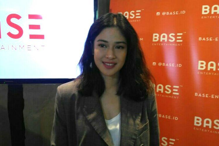 Aktris Dian Sastrowardoyo saat ditemui dalam jumpa pers di kawasan CBD Mega Kuningan, Jakarta Selatan, Selasa (27/11/2018).
