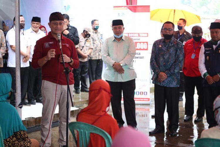 Mensos Juliari Batubara saat meninjau penyaluran BST di Kecamatan Ciawi, serta Kabupaten dan Kota Tasikmalaya, Jumat (19/6/2020)