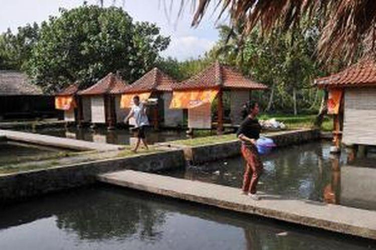 Rumah Makan Purnama di Desa Masbagik Utara, Kabupaten Lombok Timur, Nusa Tenggara Barat, Jumat (10/10/2014).