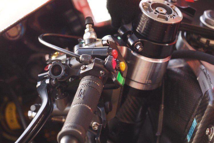 Dua tombol tambahan pada Ducati Desmosedici GP20