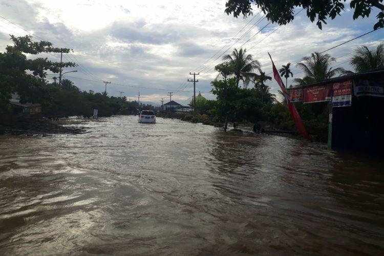 Banjir masih menggenangi sejumlah permukiman warga di Bengkulu, Senin (29/4/2019).