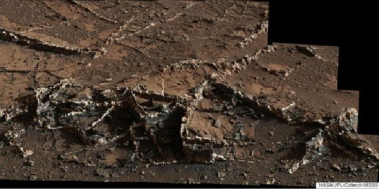 Wahana Curiosity memberikan laporan adanya daerah di Mars yang memiliki pembuluh.