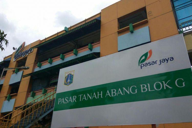 Plang bertuliskan Blok G Pasar Tanah Abang terpampang di depan blok yang tak jauh dari Stasiun Tanah Abang.