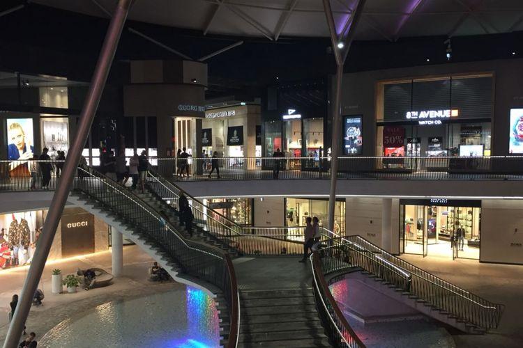 Mall yang bisa diakses menggunakan tram G:Link dari Surfers Paradise atau shuttle dari Sea World ini merupakan surganya belanja di Queensland.