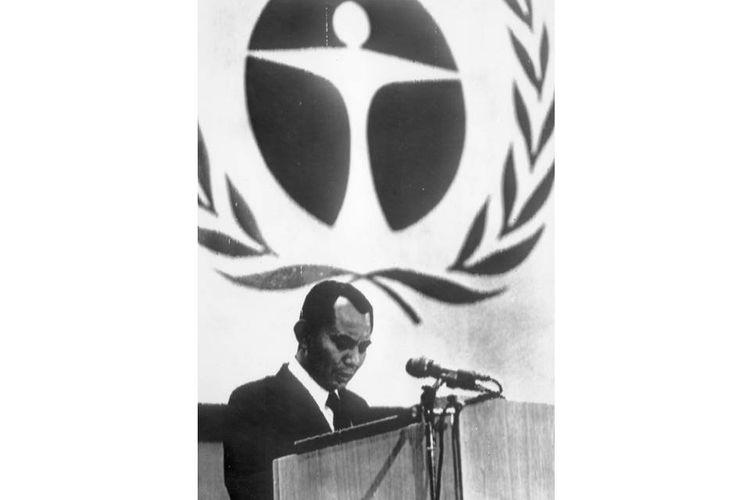 Emil Salim, yang saat itu menjabat Menteri Negara Penertiban Aparatur Negara, menjadi anggota Delegasi Indonesia dalam konferensi pertama PBB soal lingkungan hidup di Stockholm, Swedia, 5-16 Juni 1972. Salah satu keputusan konferensi ini adalah penetapan 5 Juni sebagai Hari Lingkungan Hidup Sedunia.