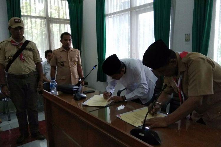 Bupati Purwakarta Dedi Mulyadi menandatangani MoU dengan Kementerian Agama soal integrasi madarsah diniyah.
