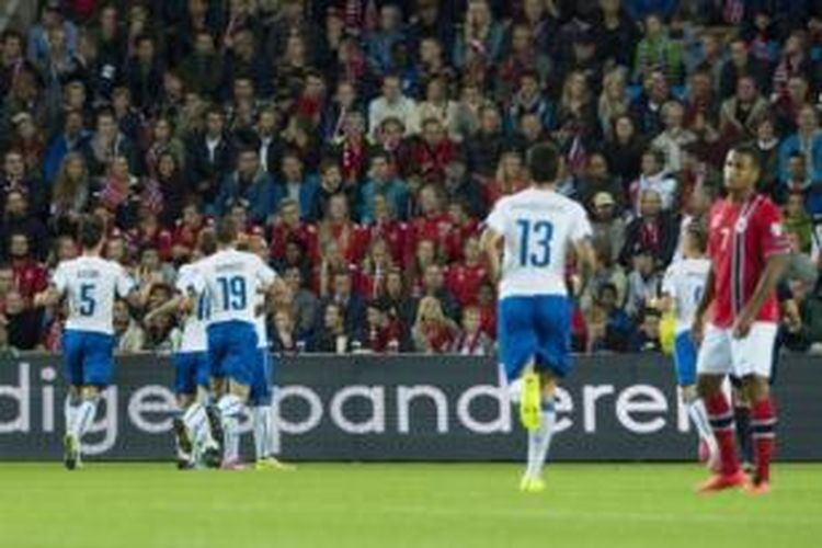 Para pemain Italia merayakan gol ke gawang Norwegia pada laga Kualifikasi Piala Eropa 2016 Grup H di Stadion Ullevaal, Oslo, Selasa (9/9/2014).