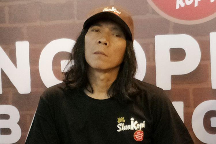 Drummer grup band Slank, Bimbim saat ditemui di Peluncuran Slankopi di Trafique Coffee, Jalan Hang Tuah Raya, Jakarta Selatan, Sabtu (16/12/2017).