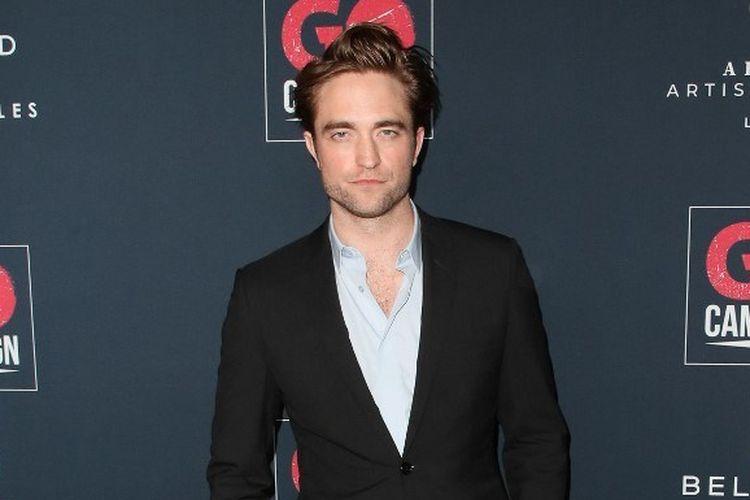 Aktor Robert Pattinson menghadiri Go Campaigns 13th Annual Go Gala di NeueHouse Hollywood, Los Angeles, California, pada 16 November 2019.