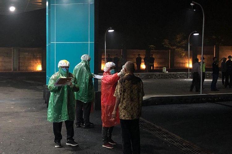 Pemeriksaan Kesehatan terhadap Warga yang Pulang dari Jakarta di RSUD Saptosari, Gunungkidul
