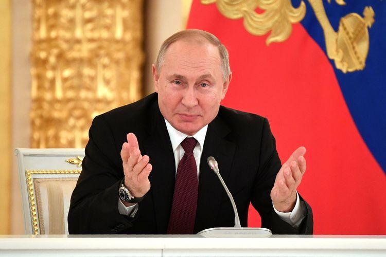 Presiden Rusia Vladimir Putin berbicara dalam pertemuan dengan komunitas bisnis di Kremlin, Moskwa, pada 25 Desember 2019.