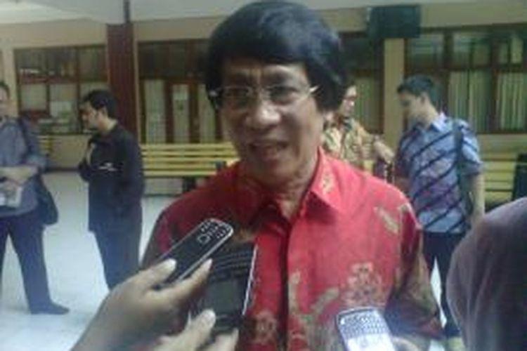 Kak Seto saat menemui wartawan seusai mengisi seminar dikampus Ahmad Dahlan Yogyakarta