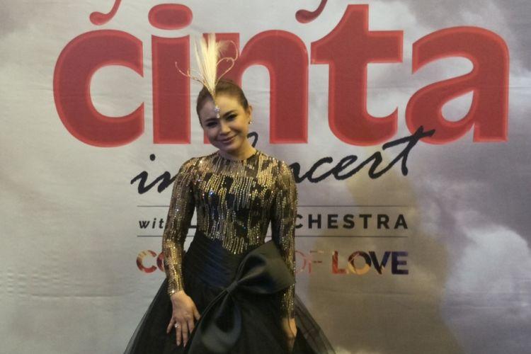 Rossa usai tampil dalam konser Ayat Ayat Cinta 2, yang berlangsung di Jakarta Convention Center (JCC), Senayan, Jakarta Selatan, Rabu (20/12/2017) malam.