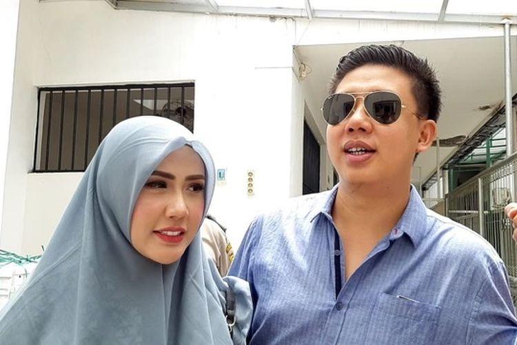 Rey Utami dan Pablo Benua saat dijumpai di Pengadilan Negeri Jakarta Selatan, Senin (27/1/2020).
