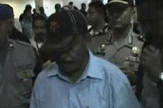 Dilepas Kejaksaan, Tersangka Kasus Korupsi Ini Disambut Ribuan Warga