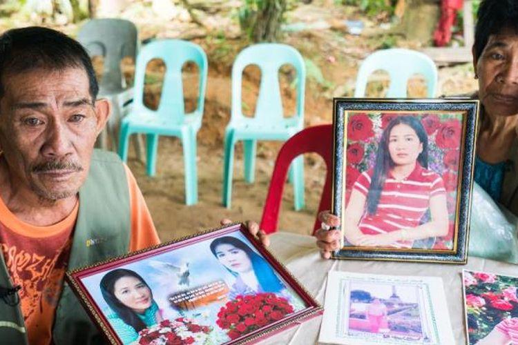 Orangtua Joanna, Eva dan Cristano mengatakan, Joanna bersikeras untuk segera mendapatkan uang guna mendukung kehidupan keluarganya. (CNN)