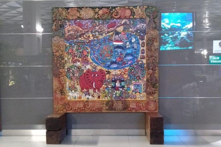 Erica Hestu Wahyuni menampilkan tiga lukisan karyanya di Terminal 3 Bandara Soetta. Ketiga lukisan tersebut yaitu Ganica the Red Elephant, Valley of The Walfare of The Universe dan Valley of Hope.