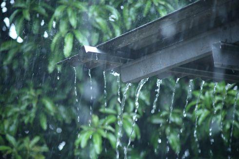 Hujan Disertai Petir di Sejumlah Wilayah Jakarta Siang Ini