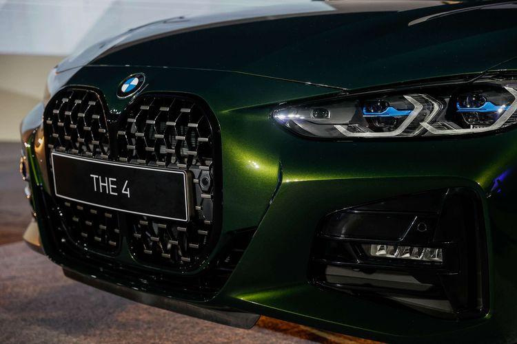 Mobil BMW seri 4 terbaru BMW 430i Coupe dan BMW 430i Convertible terlihat saat peluncuran di di Jakarta Selatan, Kamis (17/6/2021). BMW Indonesia meluncurkan BMW 430i Coupe seharga Rp. 1.399.000.000,- dan BMW 430i Convertible seharga Rp. 1.529.000.000,-. Kedua model ini dilengkapi dengan mesin BMW TwinPower Turbo 4-Silinder yang mengeluarkan tenaga 258 hp dan torsi 400Nm.