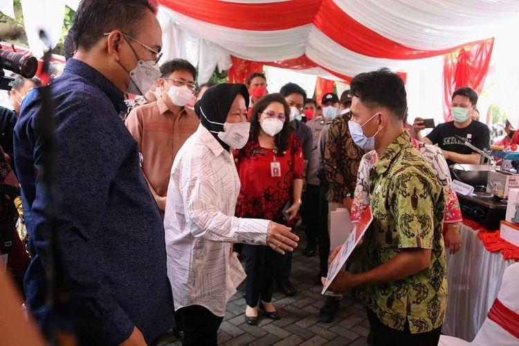 Menteri Sosial Tri Rismaharini dalam kunjungan ke Kota Manado